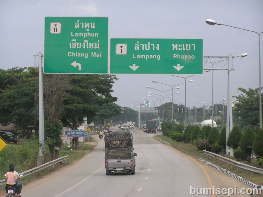 En route Chiangmai, Lampang is a popular stopover for weary travelers.