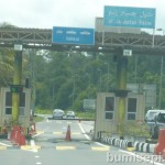 Stop and pay B$3 at Sungai Rasau Bridge toll. Wait to collect receipt.
