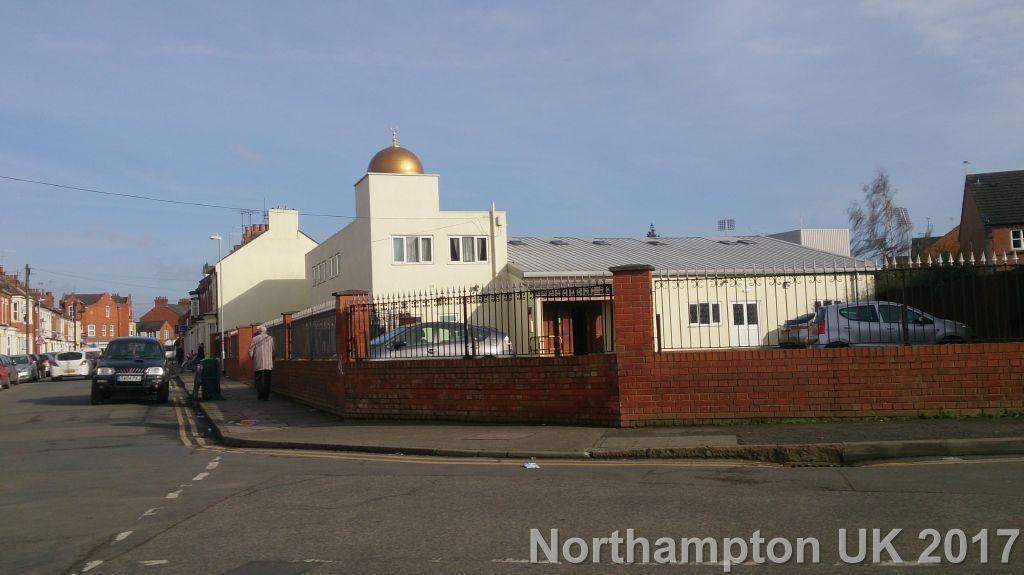 Solat Jumaat di Northampton UK ( A mosque in Northampton UK )
